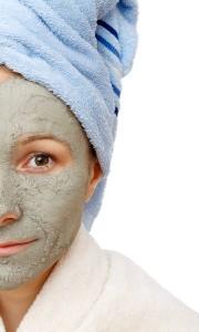 Reinigung und Pflege bei reifer Haut mit Unreinheiten